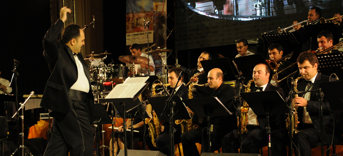 jazz orchestra essay Music and movies essays: latin jazz orchestra latin jazz orchestra this essay latin jazz orchestra and other 63,000+ term papers, college essay examples and free essays are available now on reviewessayscom.